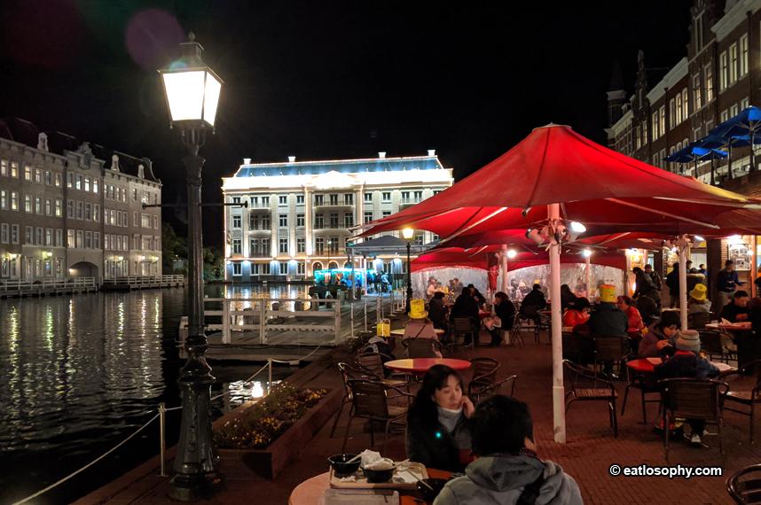 Huis Ten Bosch at night